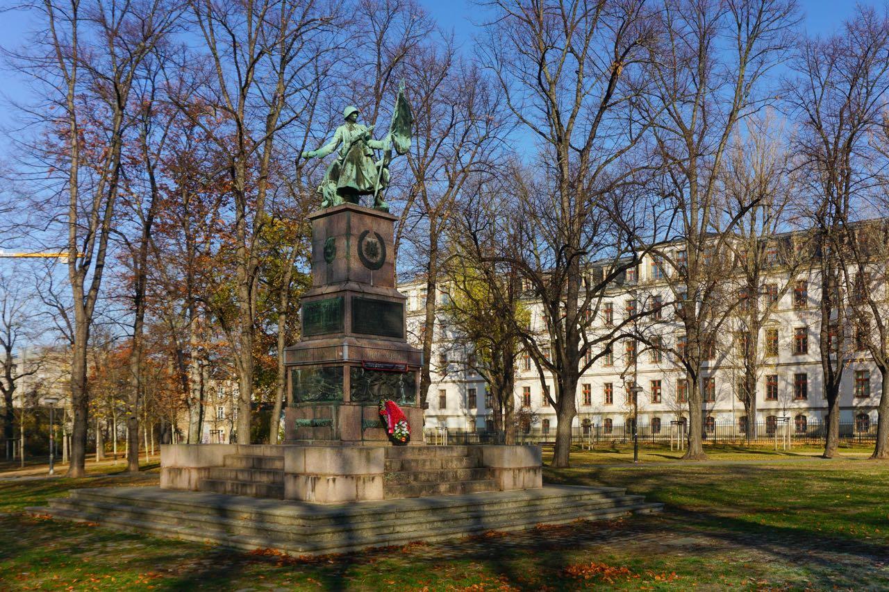 Monument voor het Rode leger bij het Oorlogsmuseum | Dresden | Duitsland