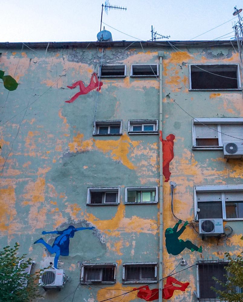 Beschilderde flats | Tirana | Albanië