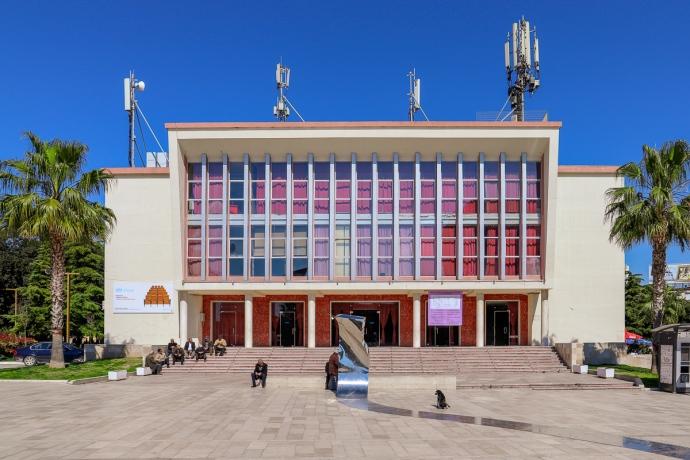 Paleis van Cultuur | Dürres | Albanië | Maart 2019 | © Martijn Haan