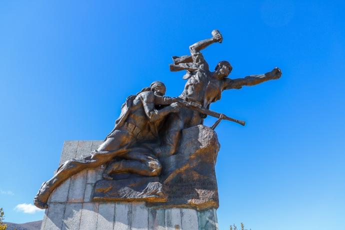 Partizanenmonument | SH75 | Parmash | Albanië