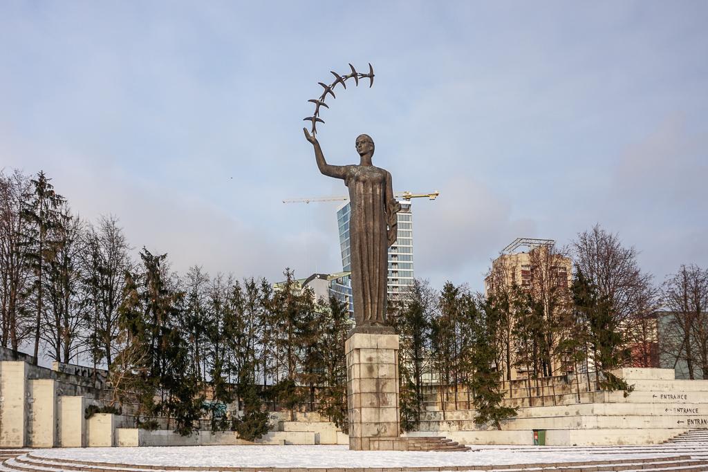 Sculptuur De eerste zwaluwen | Vilnius | Litouwen