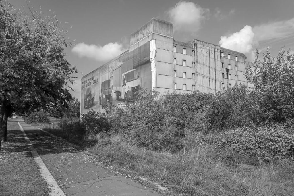 Verlaten gebouw nabij Zapadna Kapija (Genex Tower) | Belgrado | Servië