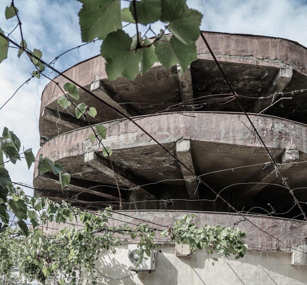 Sovjet-parkeergarage | Tbilisi | Georgië